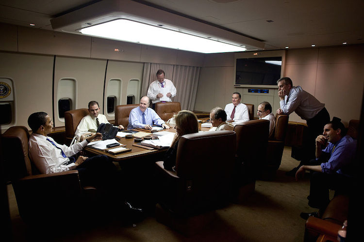 Barack_Obama_with_his_staff_in_the_meeting_room_of_Air_Force_One